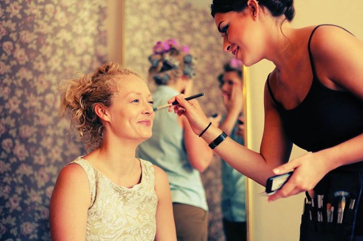 Make up - by Elly Moyser